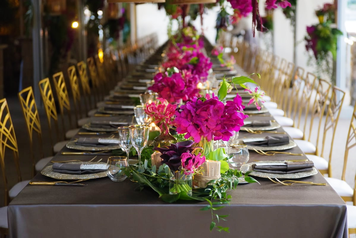 decor for table with fuxia flowers grey tableclothes