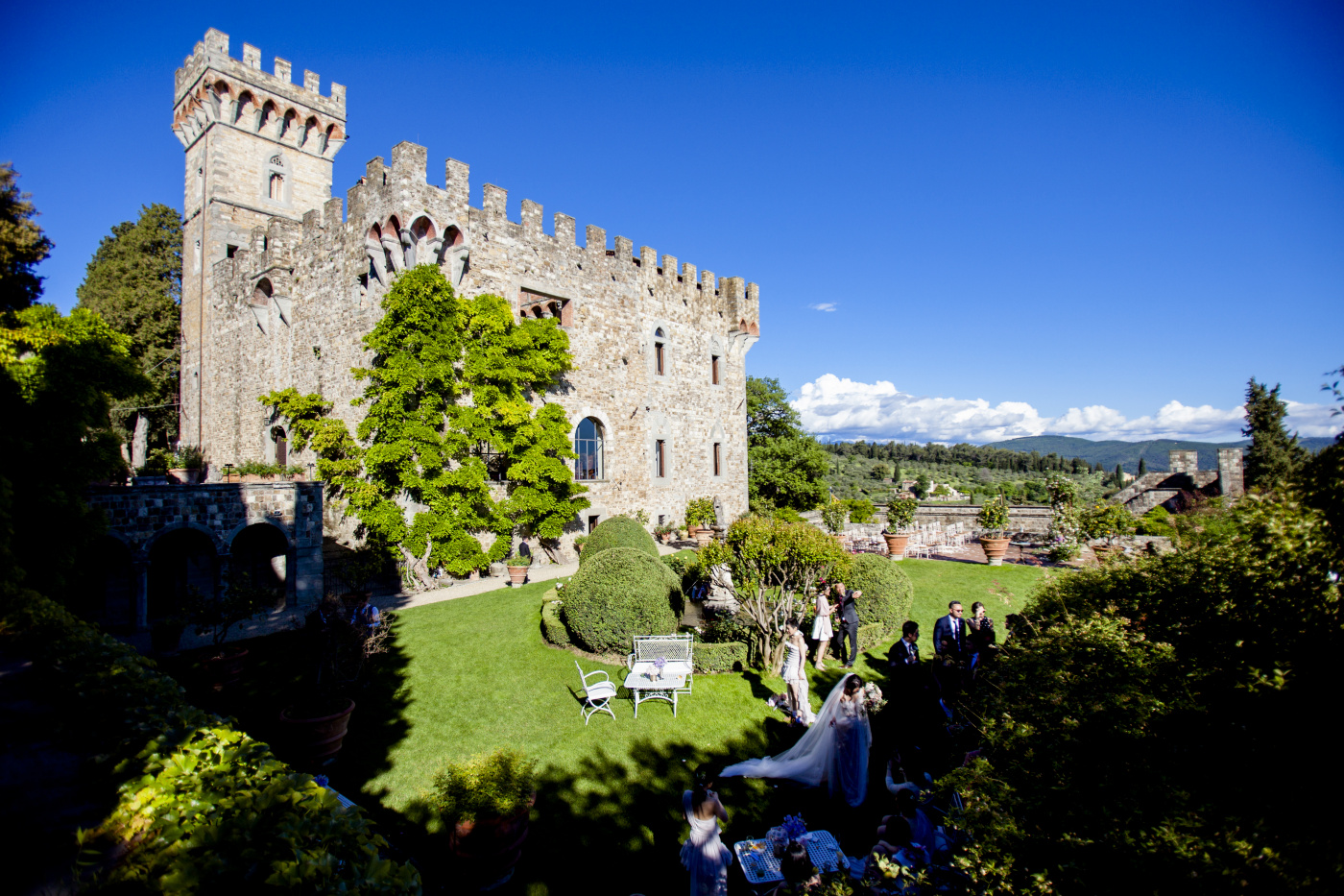 Castle with gardens for ceremony and cocktail reception