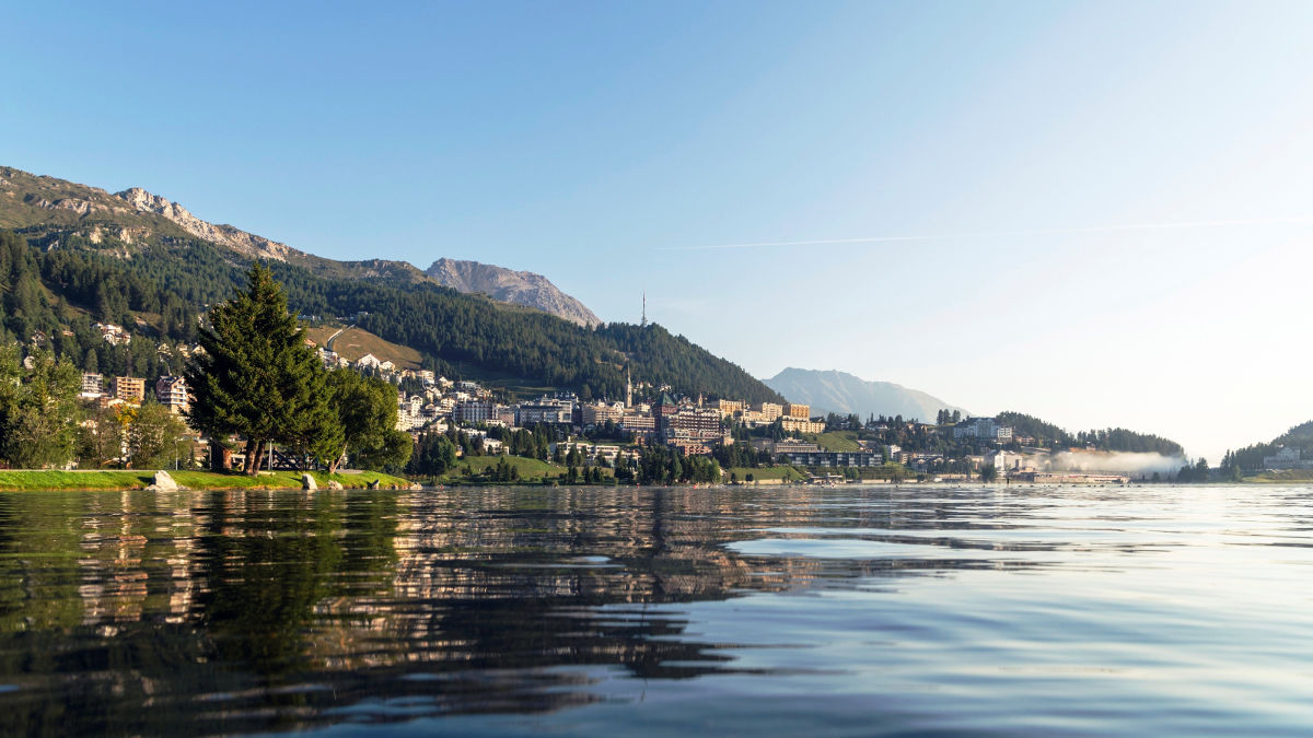 celebrate your wedding by the Swiss lakes