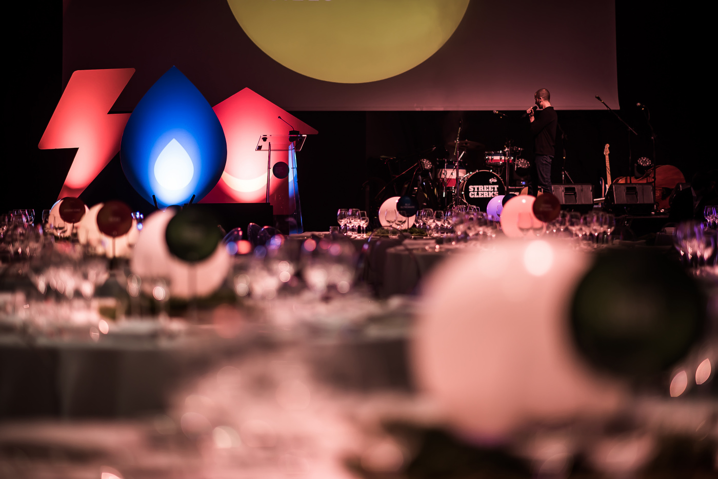 Corporate event in rome creative design with round colored spheres