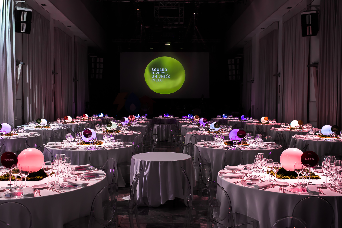corporate dinner in rome with round tables