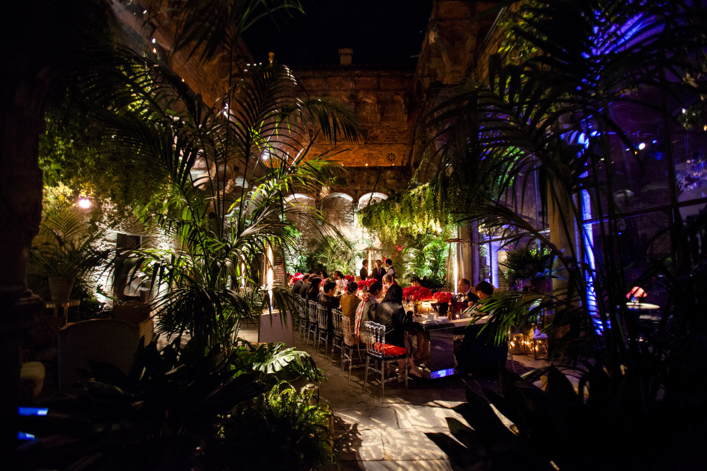 Castle courtyard for wedding dinner with fuxia flowers