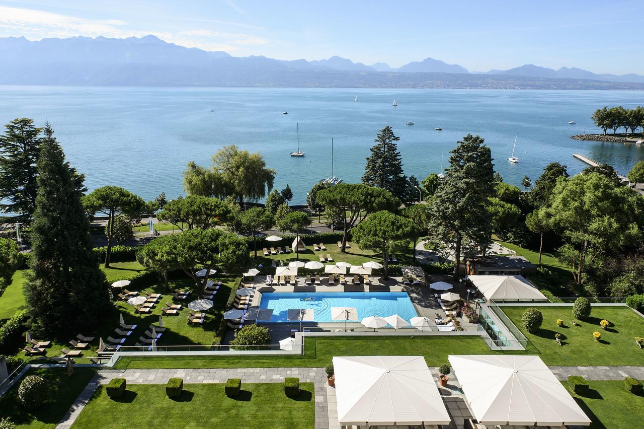 Garden for ceremony with lake view in Lake Geneva