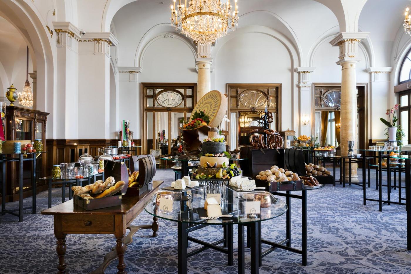 Elegant ballroom for weddings Lake Geneva